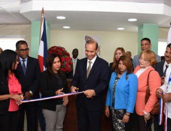 """Ministro de Trabajo deja reinaugurada representación local de """"Santo Domingo Este"""""""