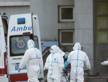 China elevó a 1,113 las muertes por el coronavirus causante de la neumonía de Wuhan entre los 44,653.