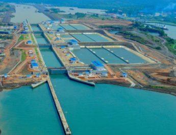 El Canal de Panamá comenzó  a cobrar un cargo fijo de hasta 10.000 dólares por el uso del agua dulce y otro variable de entre 1 % y 10 % del peaje