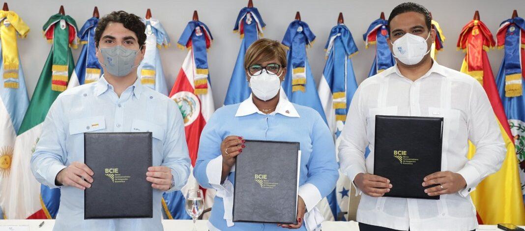 MINISTERIO DE LA JUVENTUD Y BCIE FIRMAN ACUERDO PARA IMPULSAR LA INSERCIÓN DE LA JUVENTUD EN EL MERCADO LABORAL DOMINICANO.