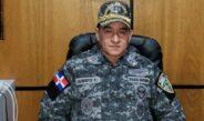 4 POLICÍAS UNIFORMADOS DE PATRULLA EN SANTIAGO ATRACARON A UN PELOTERO.