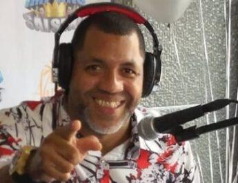 """Locutor Junior Kennedy se destaca con su """"Imperio Salsero"""""""