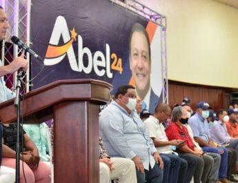 Abel Martínez lamenta que el país esté minado de productos agrícolas importados